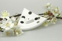 Räucherstäbchenhalter Räucherständer Dreieck creme Dekor Punkte schwarz-weiß