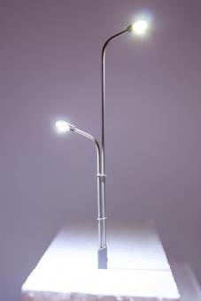 3x Straßenlampe Peitschenleuchte LED 12V Metall 2-fach abgestuft in H0 Neu