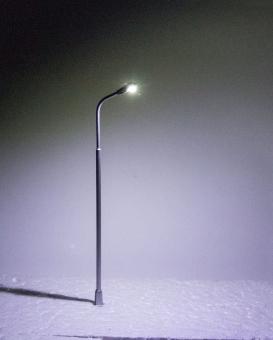 3x Straßenlampe Peitschenleuchte LED 12V Metall 1-fach kaltweiß in H0 Neu