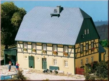Auhagen 11359 Großes Bauernhaus mit Stall und Schauer in H0 Bausatz