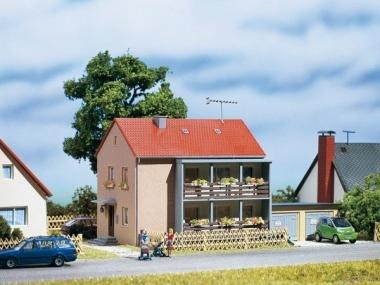 Auhagen 12236 Mehrfamilienhaus in H0/TT Bausatz Fabrikneu