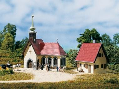 Auhagen 14461 Village church with vicarage N Kit