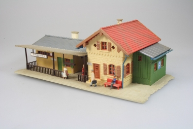 Faller 110092 Kleinstation Zindelstein mit Figuren H0 mit Beleuchtung -gebaut-