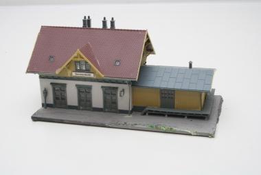 Faller 110097 Kleinstation Blumenfeld mut Beleuchtung in H0 gebaut