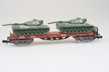 Ibertren 435 Güterwagen mit 2 Panzer der Renfe in N in Originalverpackung