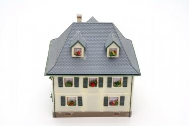 Kibri Haus Wohnhaus mit Vorbau in H0 mit Beleuchtung