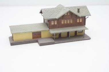 Pola 650 Bahnhof St. Niklaus in H0 - sehr schön gebaut -