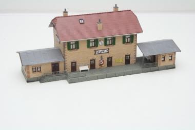Pola 663 Bahnhof Neufeld in H0 - sehr schön gebaut -