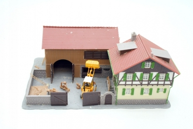 Pola 810 Bauernhof in H0 mit Frontlader