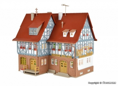 Vollmer 43637 Gasthof zur Post mit LED-Beleuchtung in H0 Bausatz