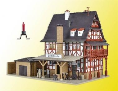 Vollmer 43696 Dorfschmiede mit Zubehör und Beleuchtung H0 Bausatz