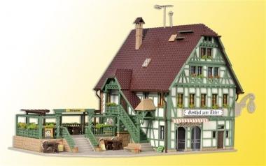 Vollmer 43736 Gasthaus mit Metzgerei, Inneneinrichtung LED-Beleuchtg. H0 Bausatz