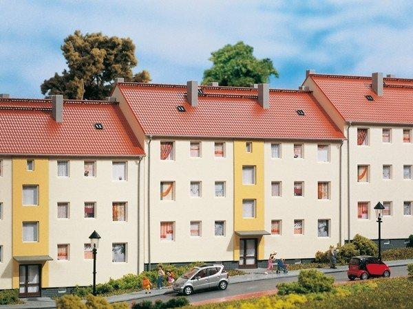 Auhagen 11402 Mehrfamilienhaus in H0 Bausatz