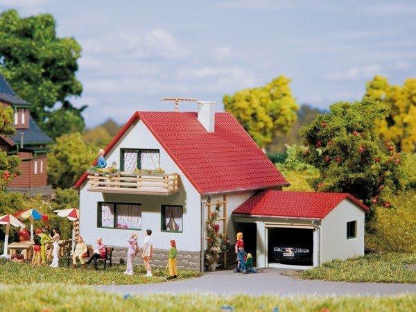 Auhagen 12222 Haus mit Garage in H0/TT Bausatz Fabrikneu